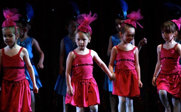 Pink & blue dancers
